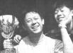 Jiang Wen e Xia Yu con la Coppa Volpi vinta da quest'ultimo nel 1994