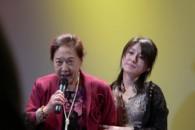 Attrici. Un'esordiente e una veterana del teatro, per la prima volta sullo schermo, sessanta anni di differenza anagrafica, un duo di attrici unite in uno […]